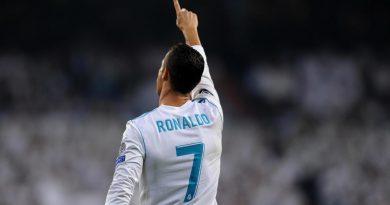 Cristiano Ronaldo một lần nữa vượt mặt Lionel Messi