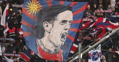 Neymar hậm hực với… fan Paris Saint Germain vì Cavani