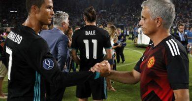 """Vì Mourinho, Cristiano Ronaldo """"hết cửa"""" về Manchester United"""