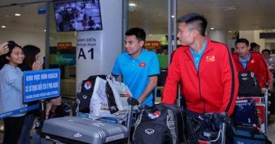 Tuyển Việt Nam mắc kẹt ở sân bay vì sự cố, cựu sao U23 Việt Nam được đại gia nhắm