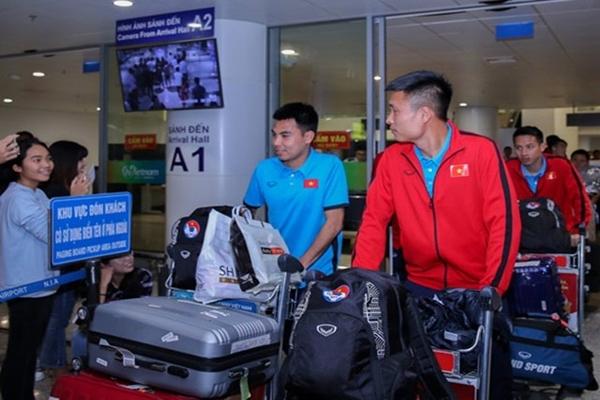 ĐT Việt Nam gặp sự cố ở sân bay.