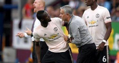 Mourinho họp riêng, đảm bảo tương lai cho Eric Bailly