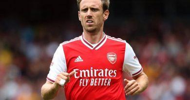 Nacho Monreal đá trận chia tay Arsenal