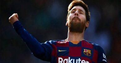 Lionel Messi lập kỷ lục trở lạ cuộc đua chiếc giày vàng