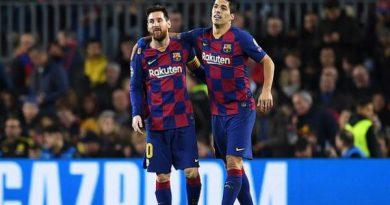 Tin bóng đá sáng 26/9: Messi bất mãn với cách chuyển nhượng của Barca