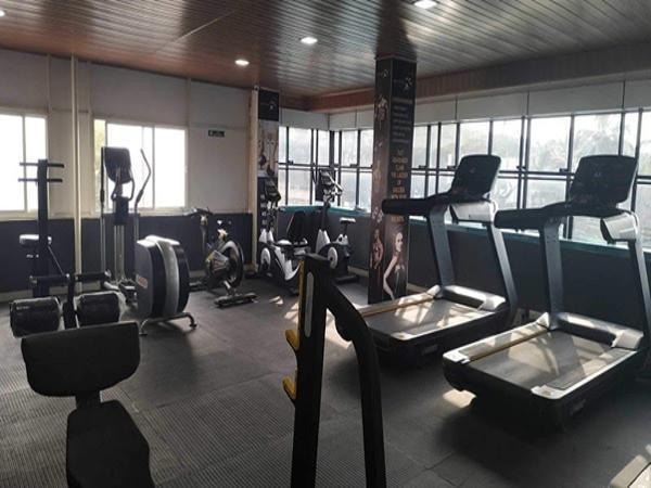 Phòng tập gym bên trong sân vận động để phục vụ cho việc tập luyện của cầu thủ.