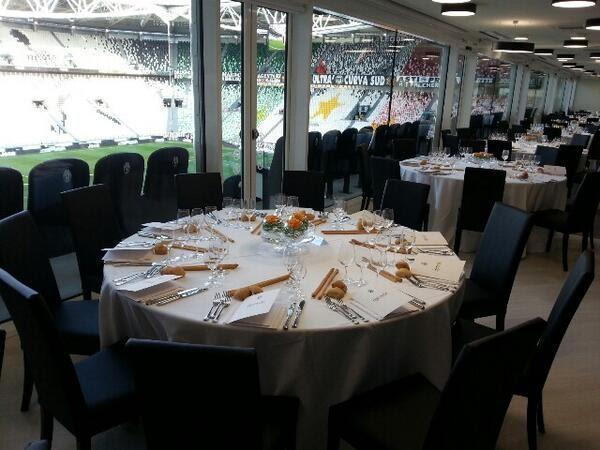 Phòng ăn chuẩn nhà hàng cho cầu thủ cũng như du khách đến sân.