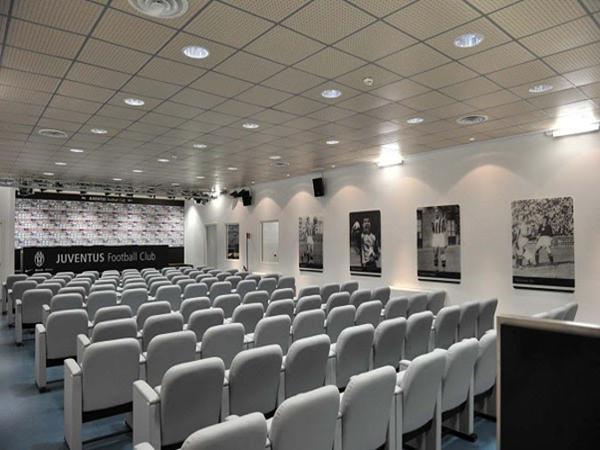 Phòng họp báo của câu lạc bộ Juventus.