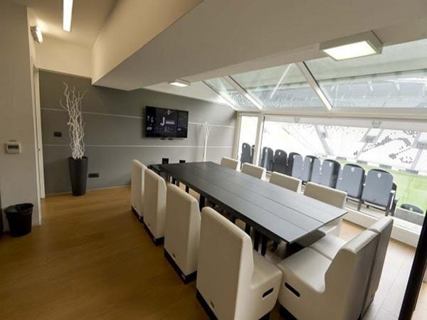 Phòng riêng dành cho người thân và bạn bè của các cầu thủ đến thăm.