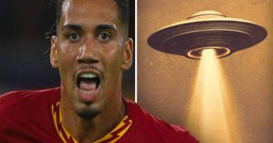 Bên lề bóng đá 11/6: Smalling nhìn thấy vật thể lạ UFO